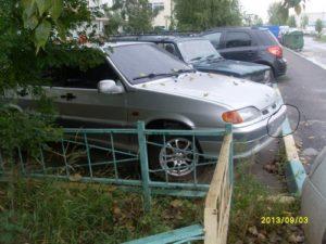 Машина без номеров во дворе куда сообщить
