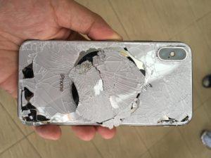 В следствии чего наступают механические повреждения мобильного телефона