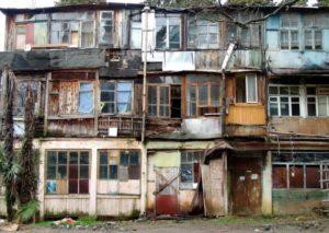 Отличие аварийного жилья от непригодного для проживания