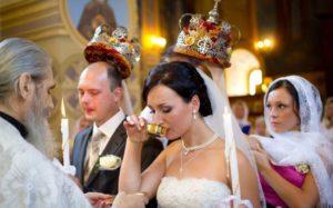 Венчались в церкви и неразвелисьесли развенчались